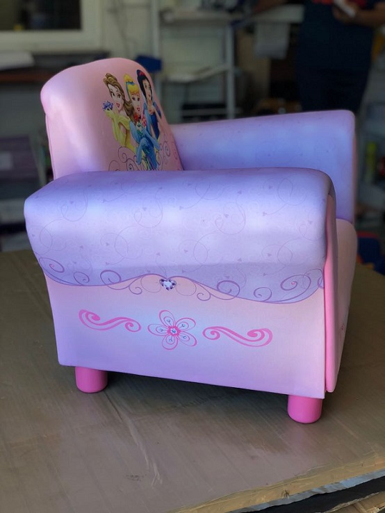 Sill n infantil princesas disney sillones ni as peque as for Sillones para relajarse
